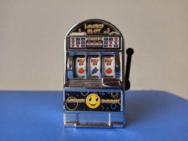 pokie machine miniature
